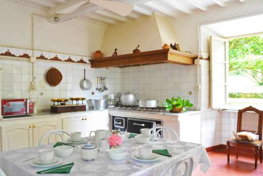 Villa Lungomonte - The large, well-equipped kitchen.