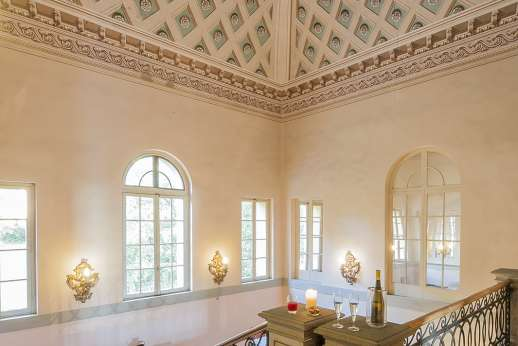 Villa Lungomonte - The high decorated ceiling viewed from the entrance hall.