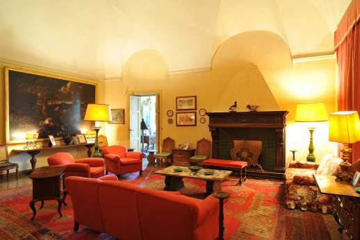 Weddings at Villa Lungomonte - Large living room.
