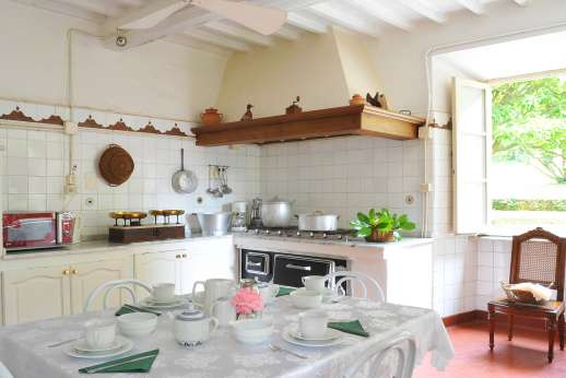 Weddings at Villa Lungomonte - A large, well-equipped kitchen.
