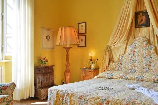 Weddings at Villa Lungomonte - Comfortable and elegant double bedroom.