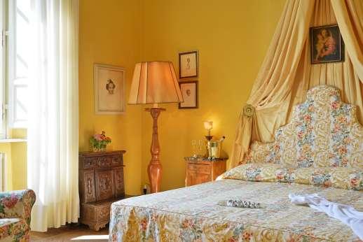 Weddings at Villa Lungomonte - Comfortable and elegant double bedroom.
