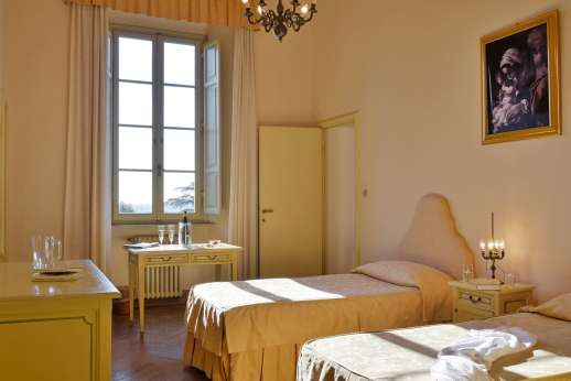 Weddings at Villa Lungomonte - A twin bedroom.
