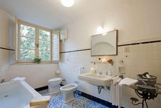 Weddings at Villa Lungomonte - Bathroom.