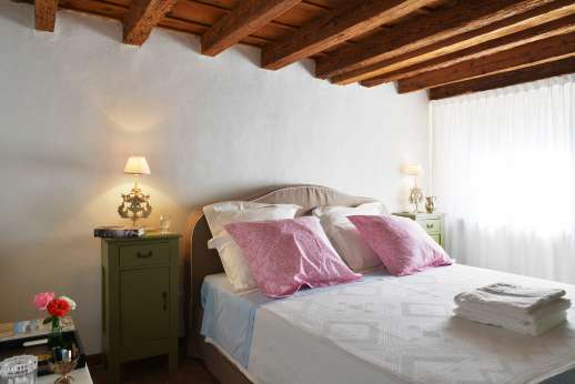 Villa Zambonina - Bedroom Camera Sepali. Double bedroom with en suite on first floor, all the bedrooms are air conditioned.