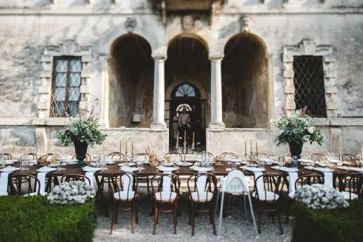 Weddings at Villa Zambonina - Outside dining