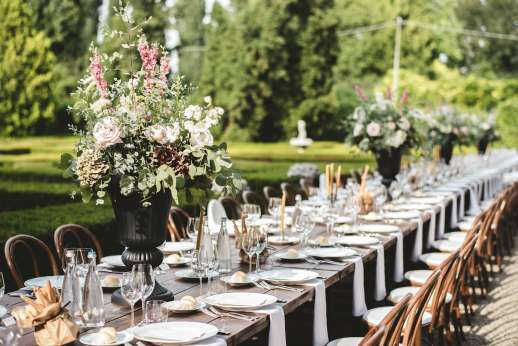 Weddings at Villa Zambonina - Wedding table set in the gardens