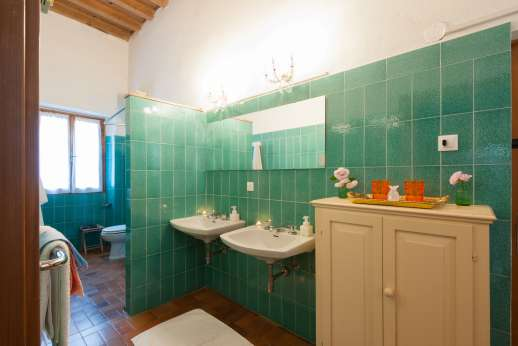 Weddings at Villa Zambonina - First floor en suite bathroom with shower serving the first bedroom.
