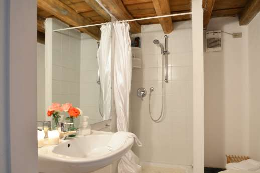 Weddings at Villa Zambonina - Ensuite bathroom