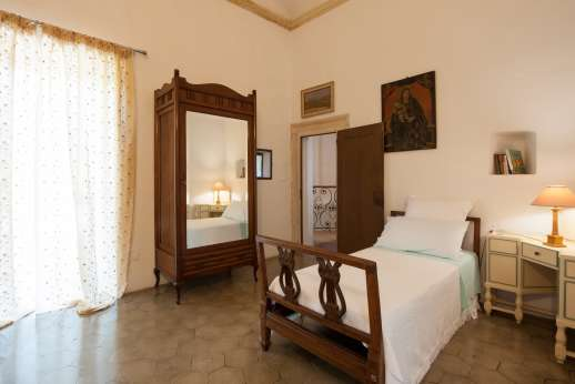 Weddings at Villa Zambonina - One of the first floor single bedrooms sharing a bathroom with shower.