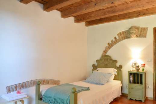 Weddings at Villa Zambonina - Single bedroom on first floor.