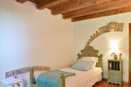 Weddings at Villa Zambonina - Single bedroom on first floor.