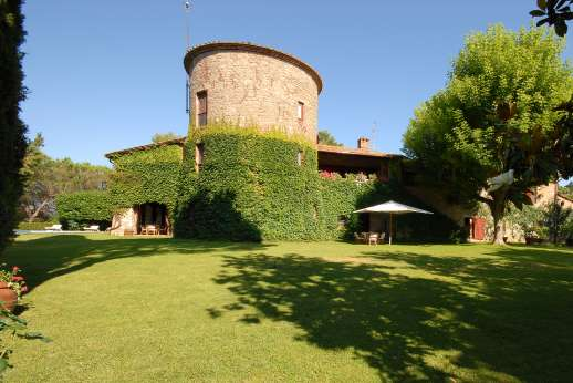 Visentium - Glorious stone villa once a defense tower with a magical garden and private pool facing Lake Trasimeno.