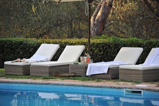 Visentium - The pool terrace offers ample sun loungers.