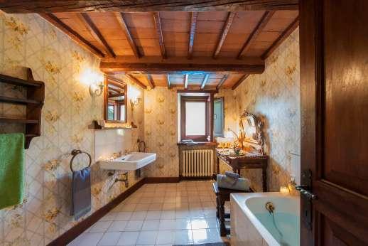 Visentium - En suite bathroom.