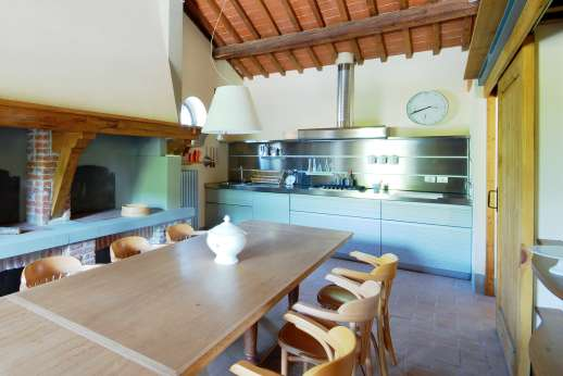 The Hamlet Casamora - L'Ulivo Casamora - Kitchen with dining table.