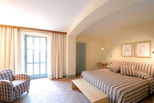 The Hamlet Casamora - L'Ulivo Casamora - Air conditioned double bedroom with private bathroom,