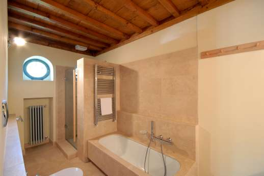 The Hamlet Casamora - L'Ulivo Casamora - One of the private bathrooms.