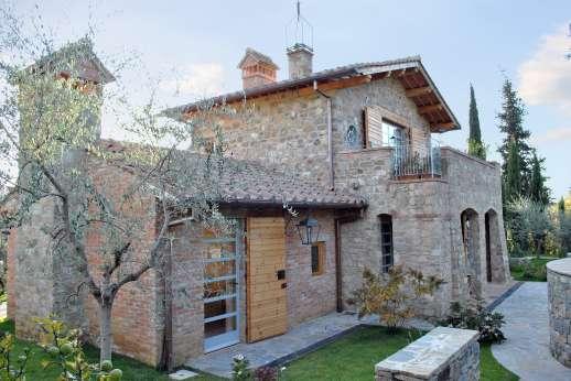 Villa La Leccina Casamora - Villa La Leccina Casamora. Pian di Sco, between Florence and Arezzo. Tuscany.