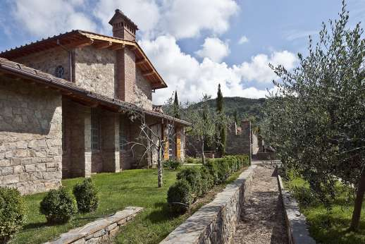 Villa La Leccina Casamora - La Leccina owes its name to the group of Holm oaks which shade its large private garden.