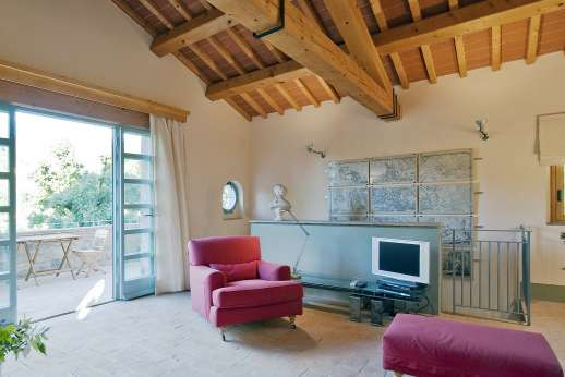 Villa La Leccina Casamora - The first floor living room with Satellite TV.