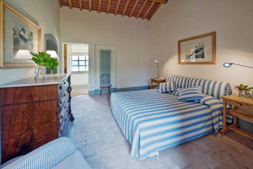 Villa La Leccina Casamora - Air conditioned double bedrooms, with en suite bathrooms.