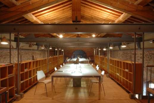 Villa La Leccina Casamora - Reception area, astonishing suspended library offering high-speed internet.