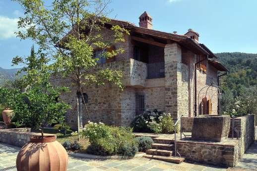 Villa La Nocciolina Casamora - Villa La Nocciolina, Pian di Sco, between Florence and Arezzo. Tuscany.