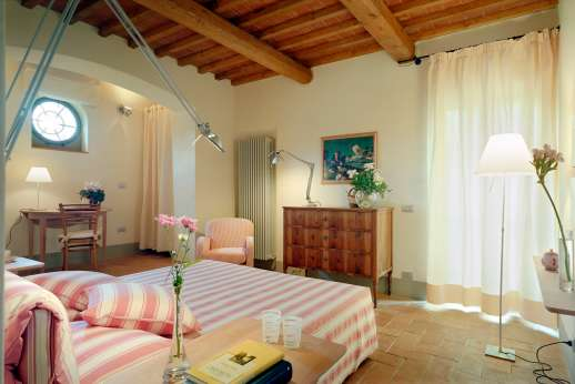 Villa La Nocciolina Casamora - Opposite view of the air conditioned double bedroom.