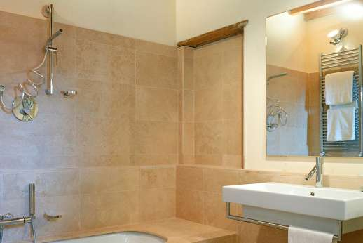 Villa La Nocciolina Casamora - One of the en suite bathrooms.