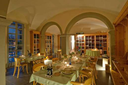 Villa La Nocciolina Casamora - Another view of the dining room.