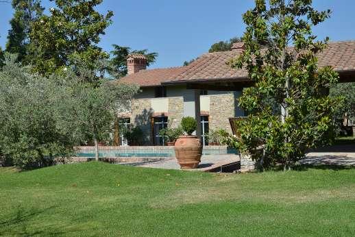 Villa Le Magnolie Casamora - Villa Le Magnolie, Casamora. Pian di Sco, between Florence and Arezzo. Tuscany.