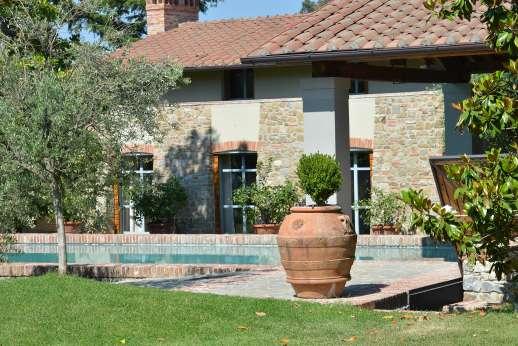 Villa Le Magnolie Casamora - Villa Le Magnolie, the largest of the estates residences.
