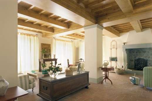 Villa Le Magnolie Casamora - Ground floor, large living room.