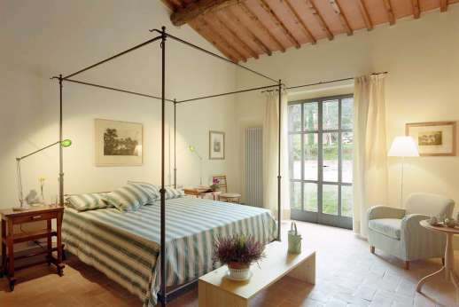 Villa Le Magnolie Casamora - Air conditioned double bedroom on the ground floor leading our to the private garden.