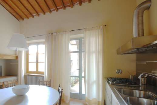 I Meli Casamora - First floor, large well-equipped kitchen with a breakfast table opening to a small terrace.