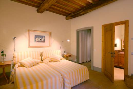 I Meli Casamora - The second air conditioned twin bedroom with en suite bathroom.