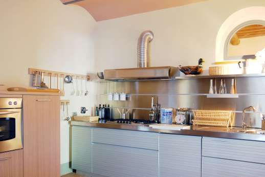 Il Noce Casamora - Spacious and very well equipped kitchen.