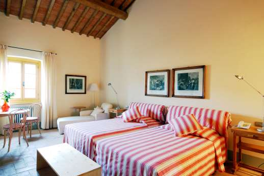 Il Noce Casamora - Large air conditioned twin bedroom first floor.