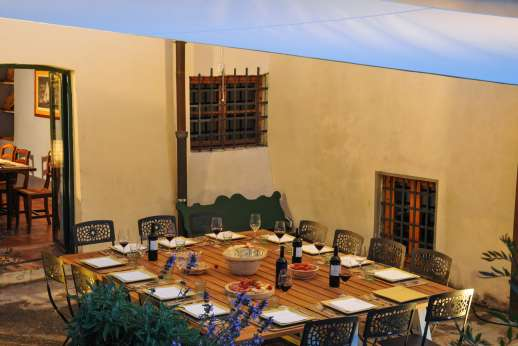Gugliaie - Enjoy dining outside in the evening