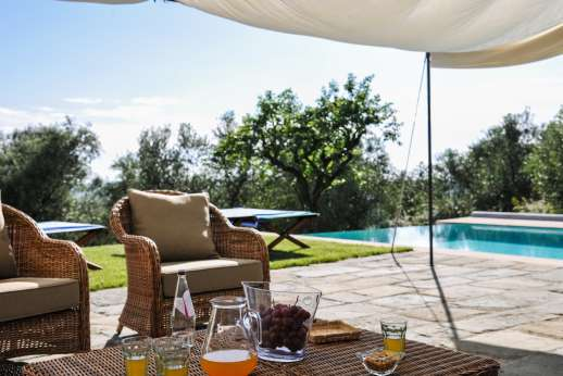 Gugliaie - Ample seating by the pool