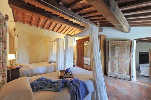 Gugliaie - Another view of the twin bedroom