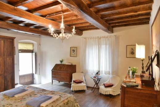 Gugliaie - A view of another of the spacious double bedrooms