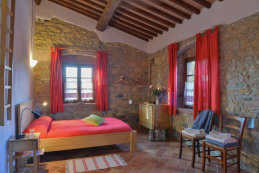 Querciatello - High ceilings, spacious rooms.
