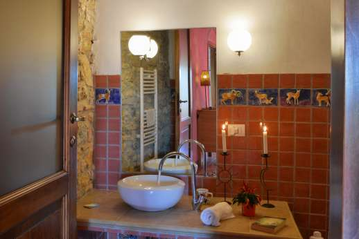 Querciatello - An en suite bathroom.