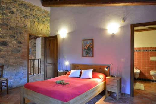 Querciatello - Double bedroom, with en suite bathroom.