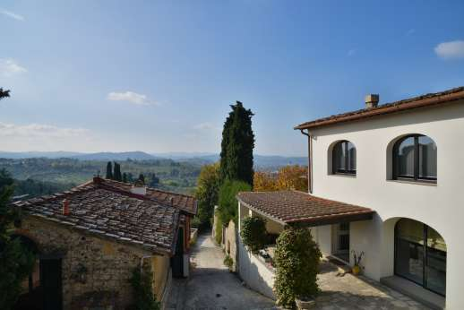 Villa Olmetto - Set in the hills south east of Florence, Bagno a Ripoli 2km/1 mile.