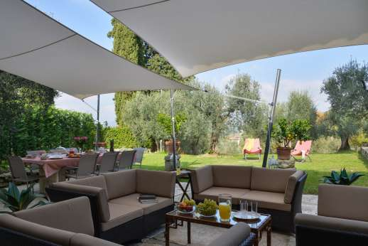 Villa Olmetto - A shaded paved terrace furnished for al fresco dining