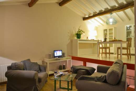 Villa Olmetto - Relaxing sofas in the open plan guesthouse