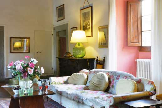 The Estate of Casa Vecchia - Large entrance hall with a sitting area.